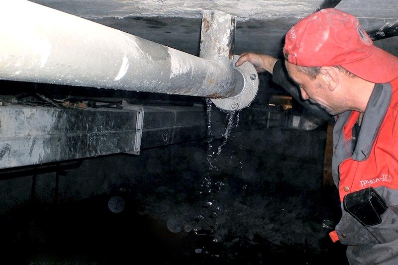 Авария с канализационными трубами в подвале